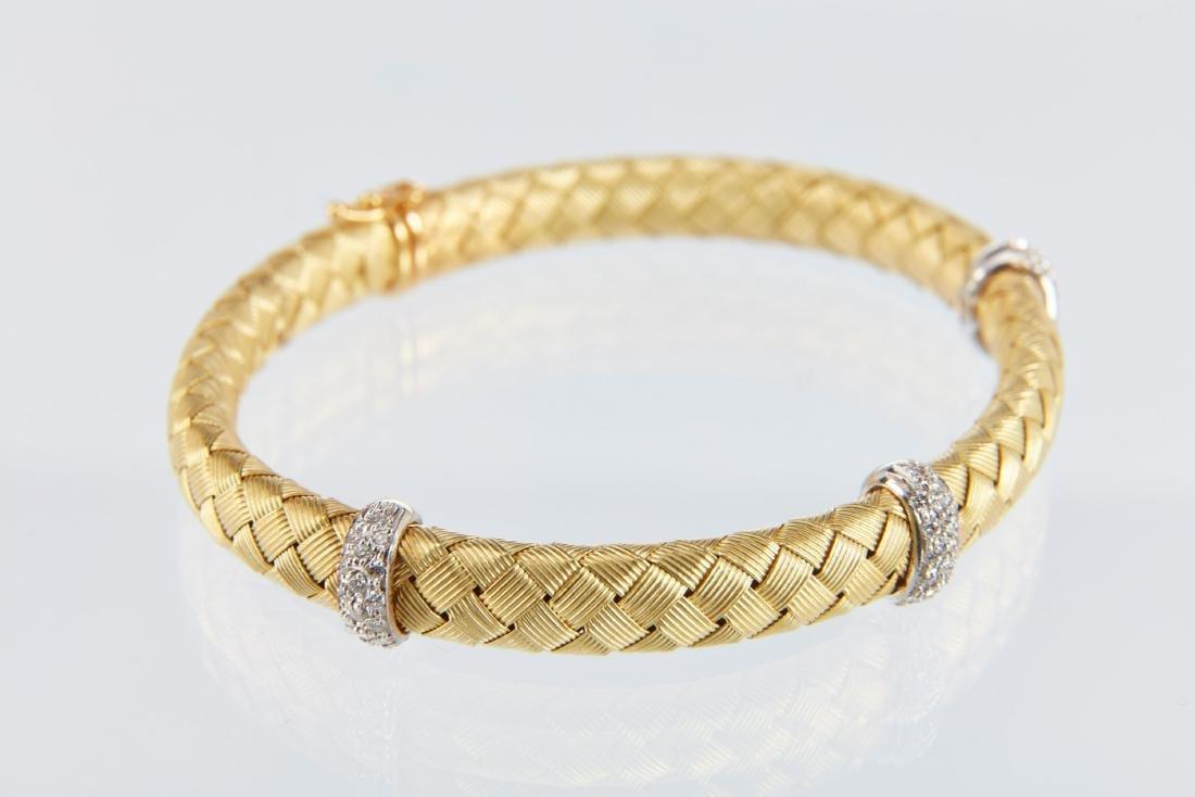 A Roberto Coin 18K Woven Bracelet & Earrings Set - 9