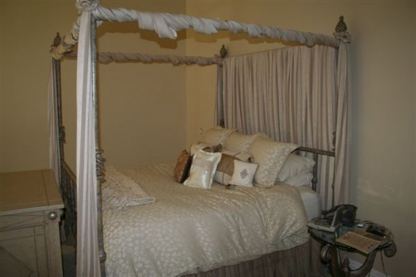 8: Vine-patterned gold/tan king size comforter Roenick
