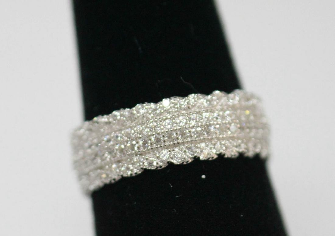 BEAUTIFUL .925 STERLING SILVER BAND RING W/ CZ EMBEDDED