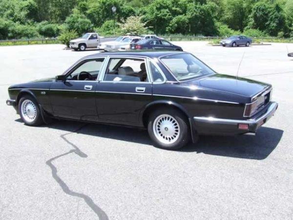 64: 1989 Jaguar XJ6 Vanden Plas Sedan - 10