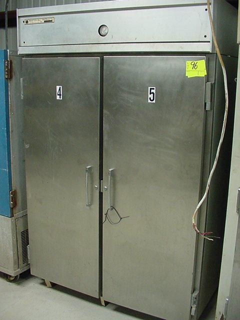 96: STAINLESS STEEL MASTERBUILT 220 FREEZER