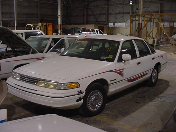 293: 1994 FORD CROWN VICTORIA