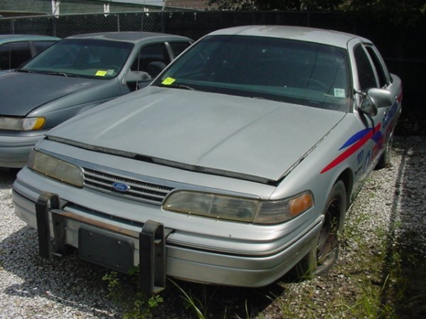 433: 1993 FORD CROWN VICTORIA