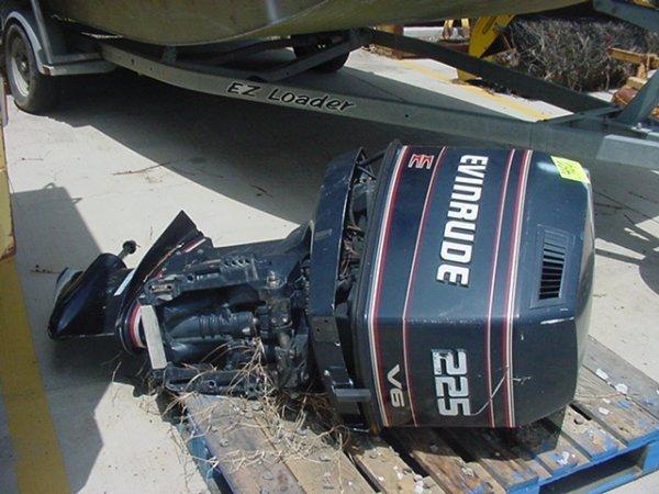 460: EVINRUDE OUTBOARD MOTOR