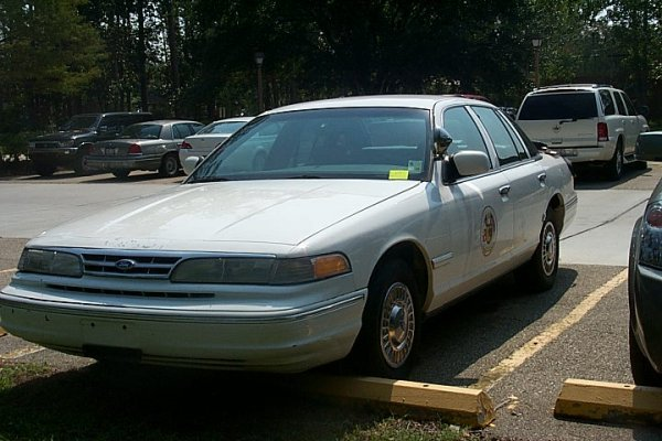 488: 1994 FORD CROWN VICTORIA