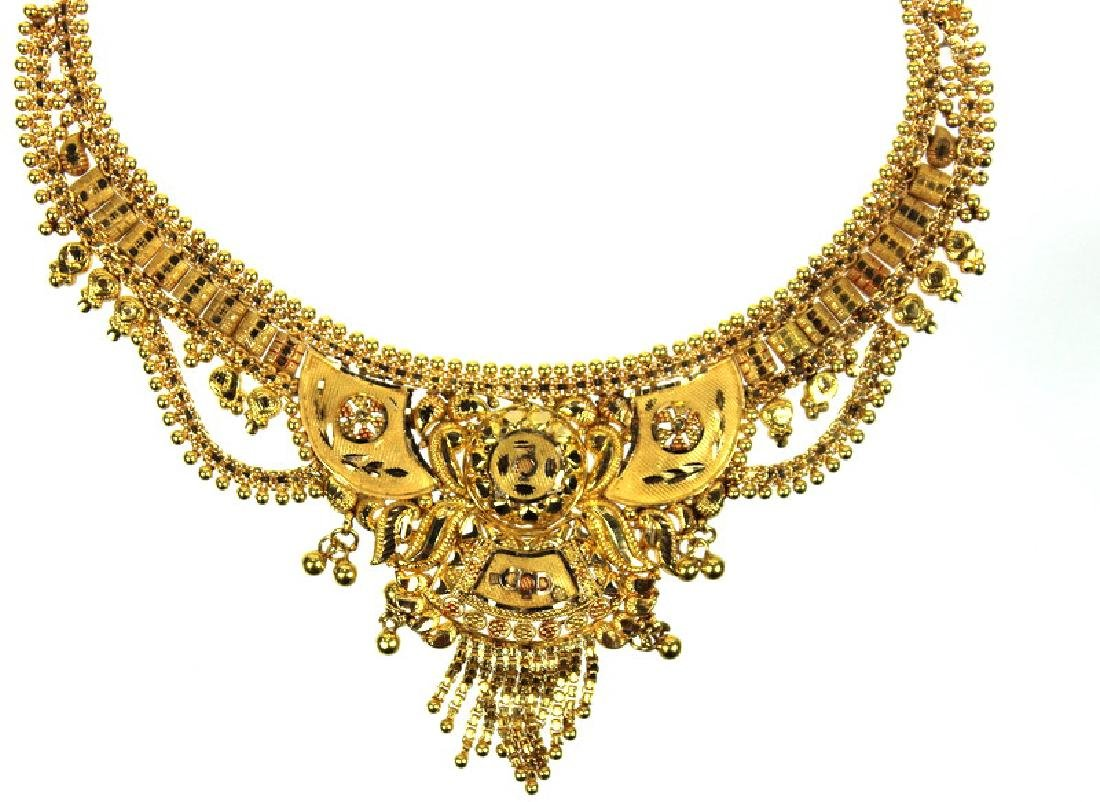 A Ladies 22 Karat Middle Eastern Necklace