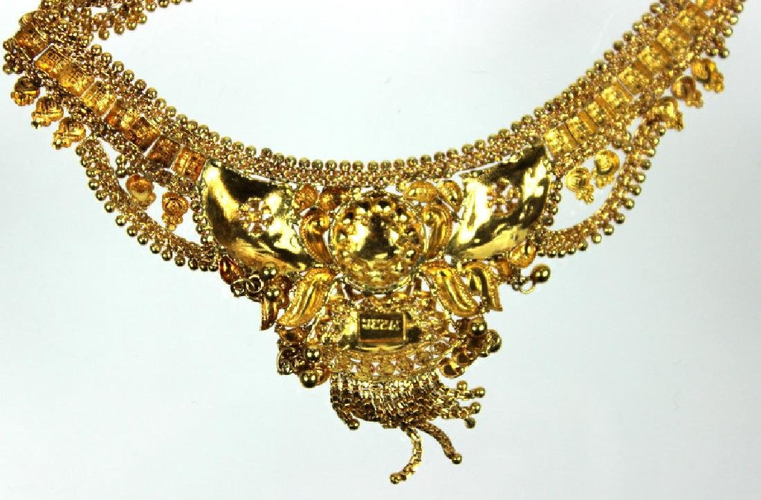 A Ladies 22 Karat Middle Eastern Necklace - 2