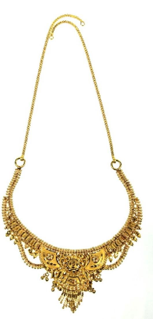 A Ladies 22 Karat Middle Eastern Necklace - 3
