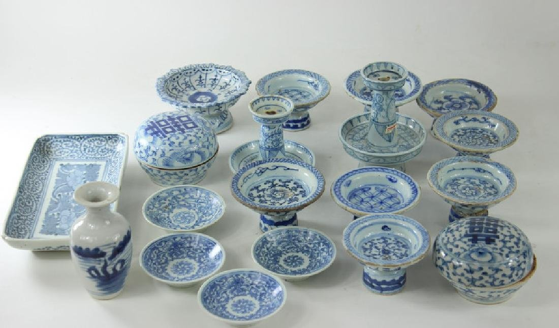 ANTIQUE CHINESE BOX LOT. BLUE + WHITE PORCELAIN