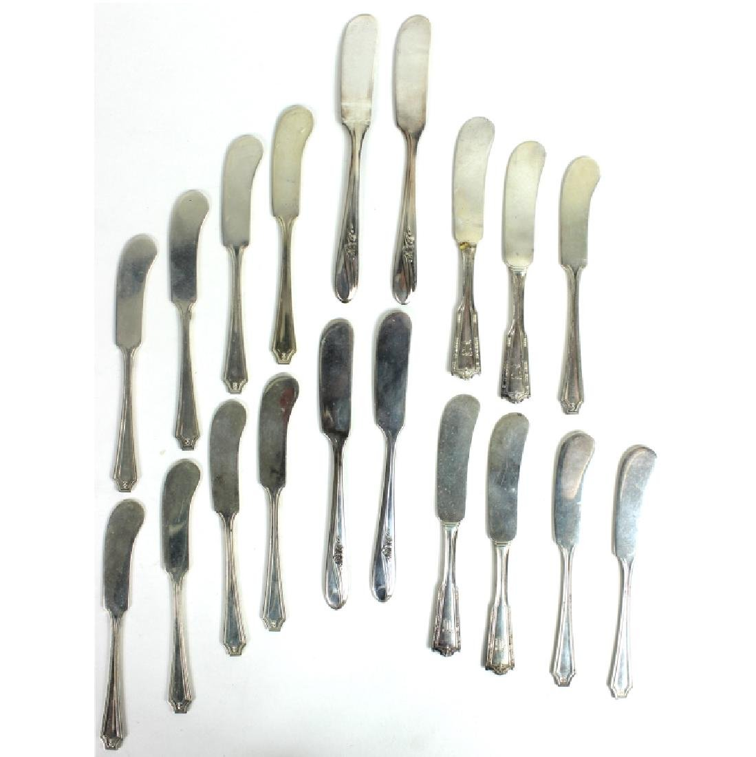 19) NINETEEN STERLING SILVER KNIVES, 13.96 OZT