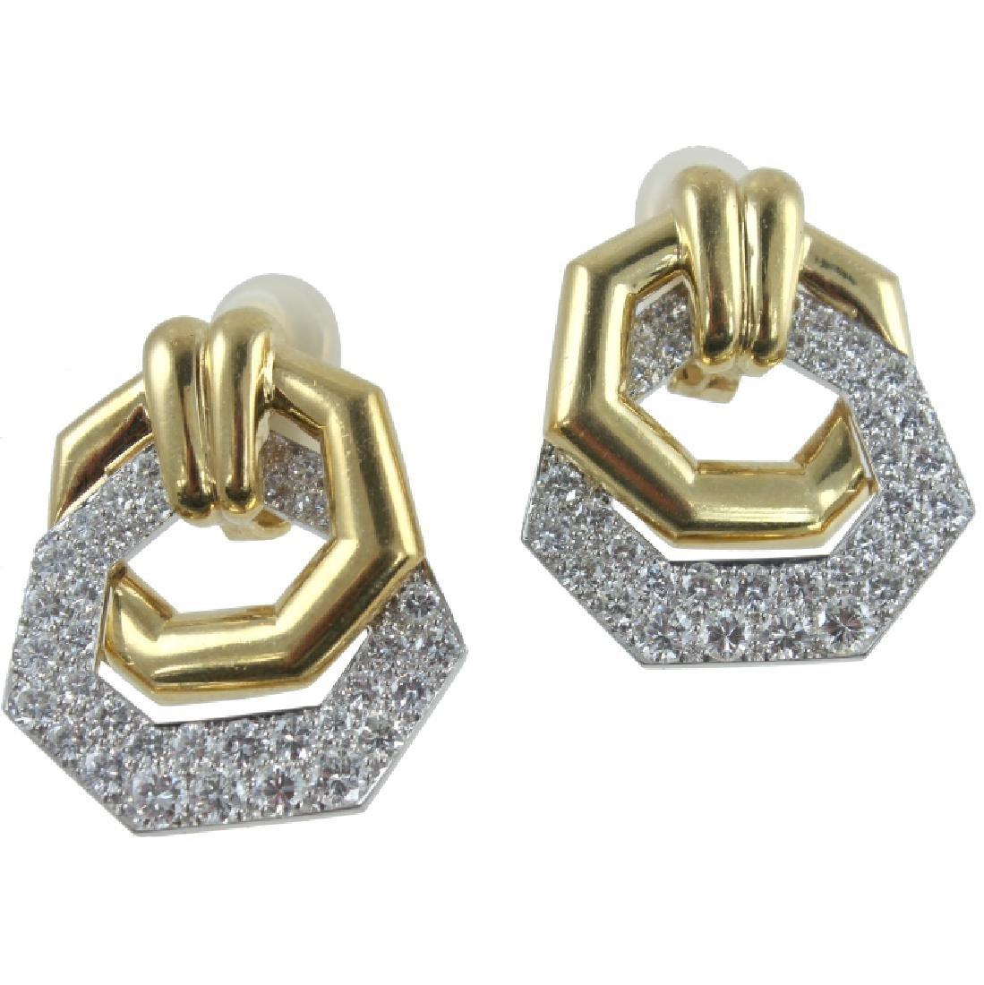 VERY FINE PAIR OF 18K DIAMOND EARRINGS