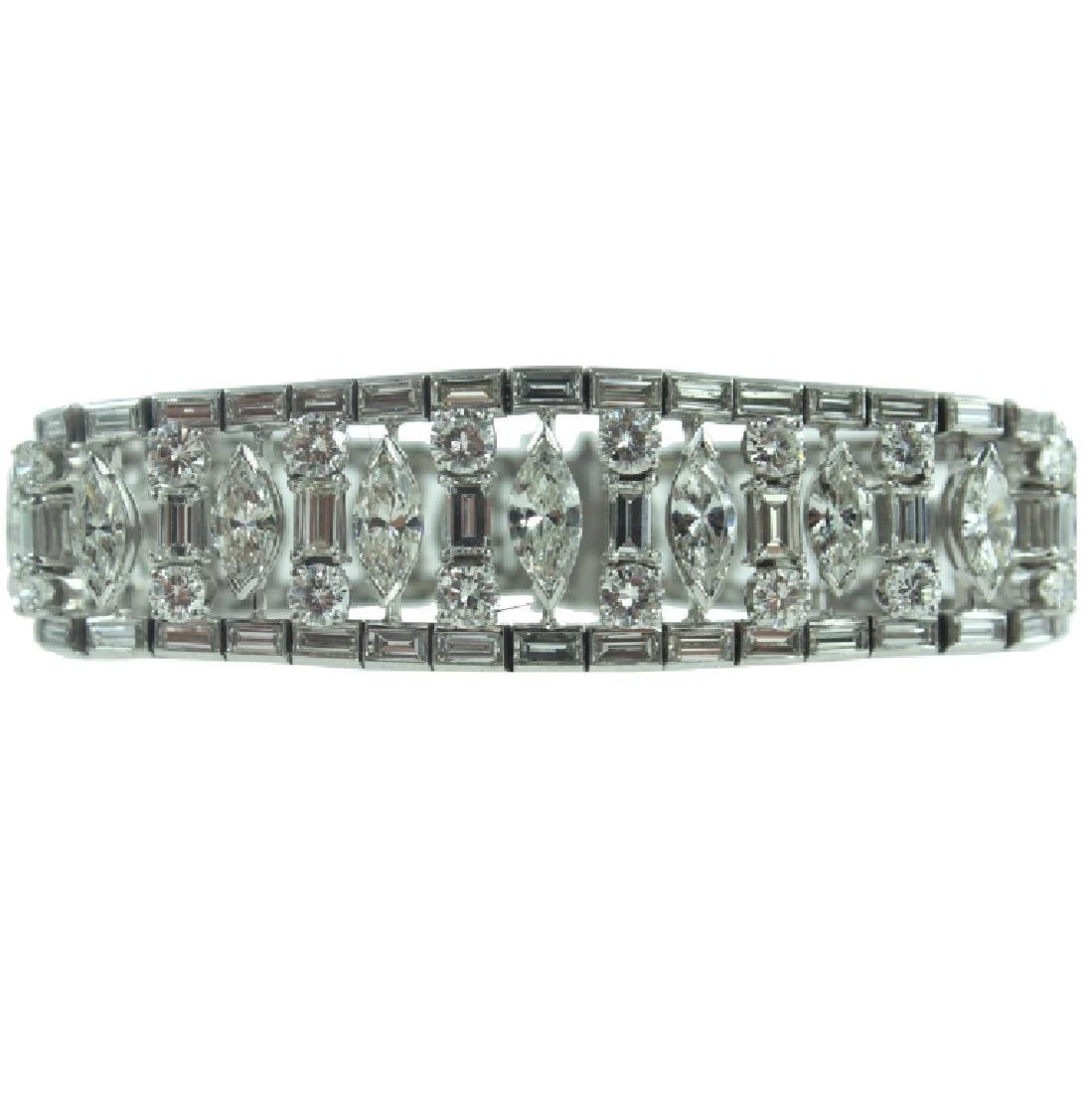 VERY FINE PLATINUM 25.00 CARAT DIAMOND BRACELET