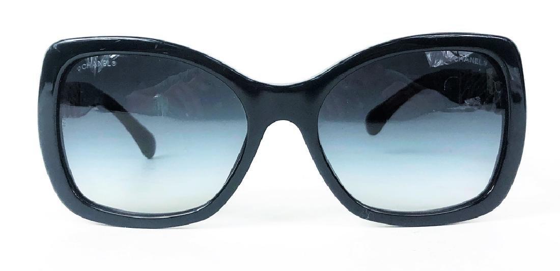 Chanel 5305 Chain Link CC Logo Wayfarer Sunglasses - 2