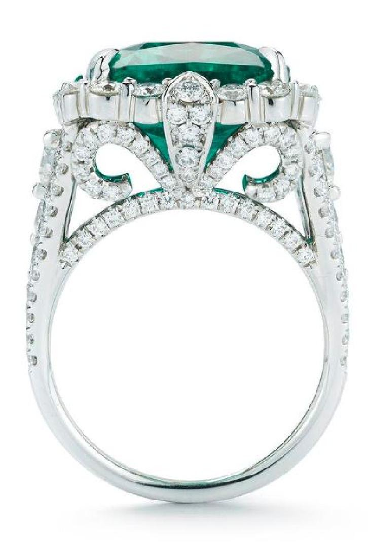 18K GOLD EMERALD AND DIAMOND RING - 3