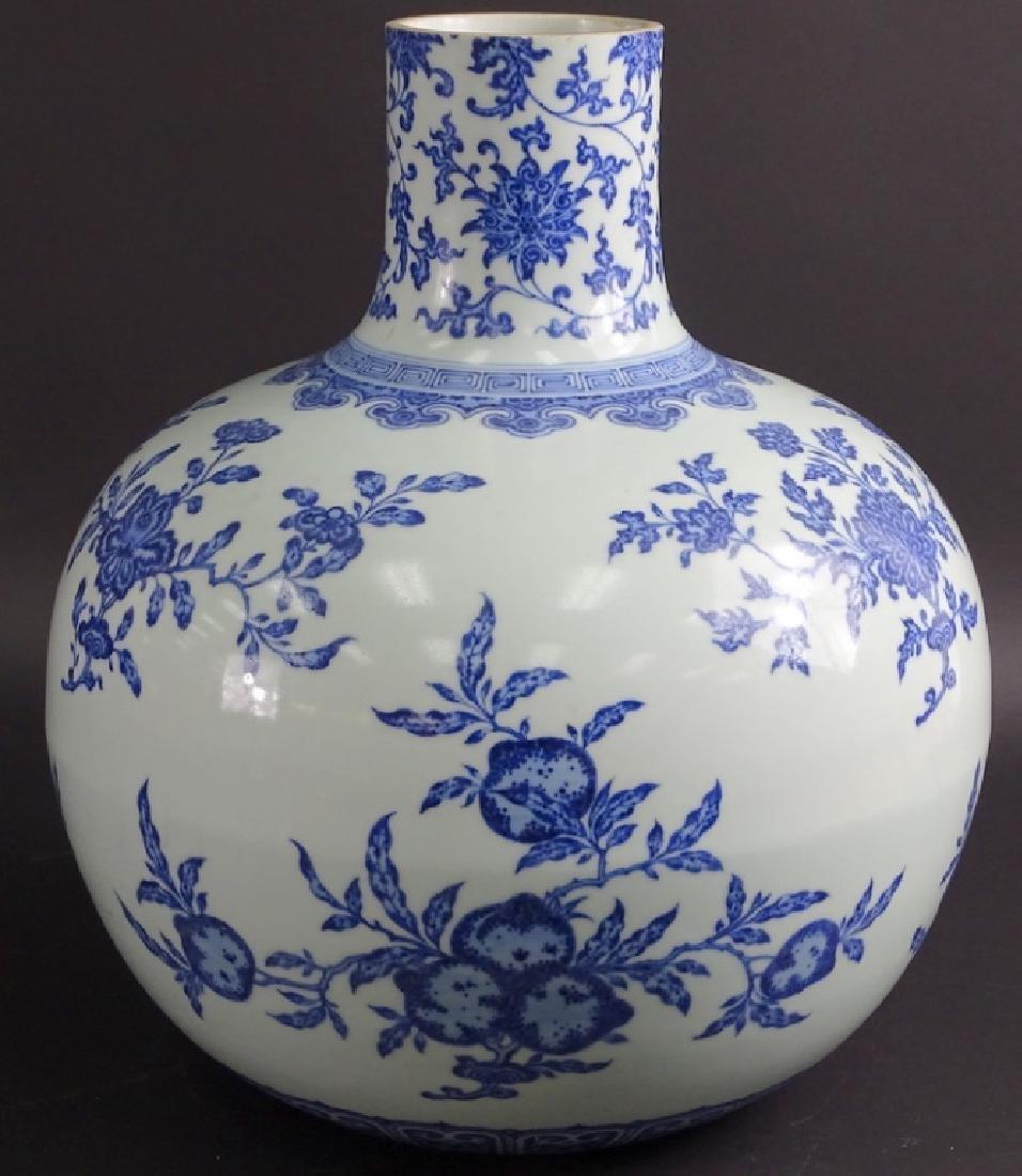 Large Chinese Blue & White Globular Porcelain Vase - 3
