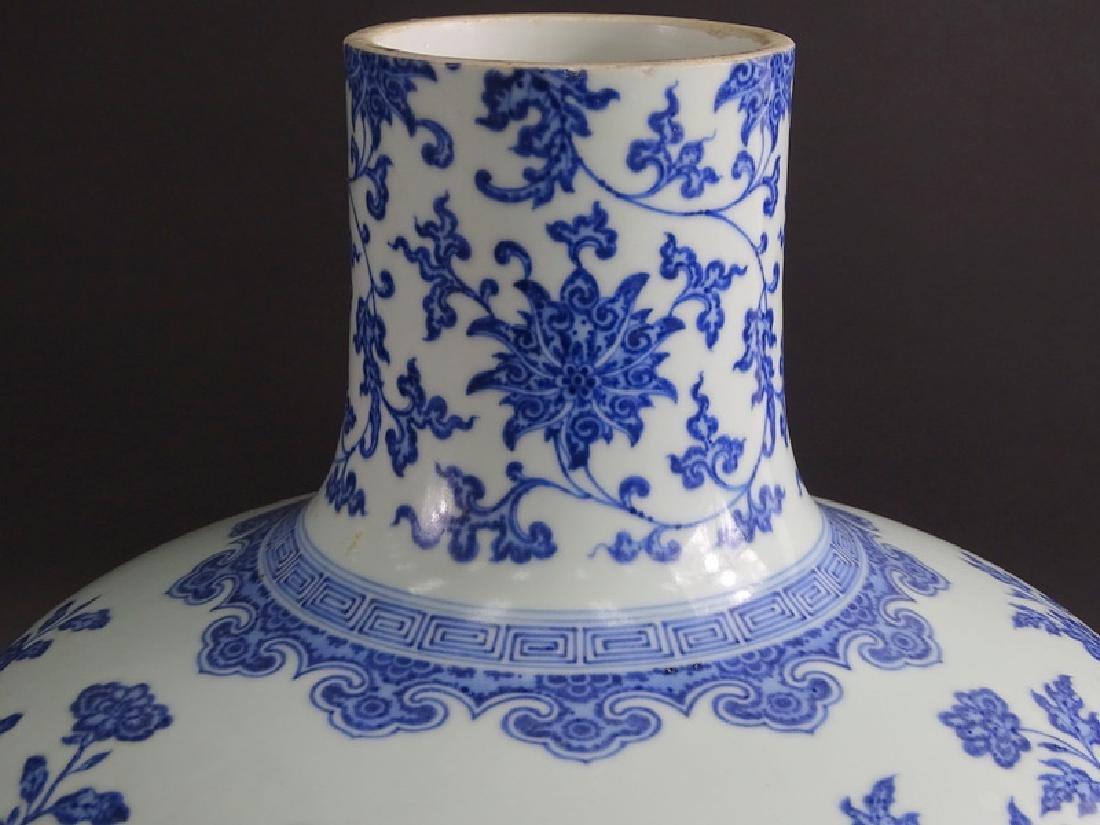 Large Chinese Blue & White Globular Porcelain Vase - 4
