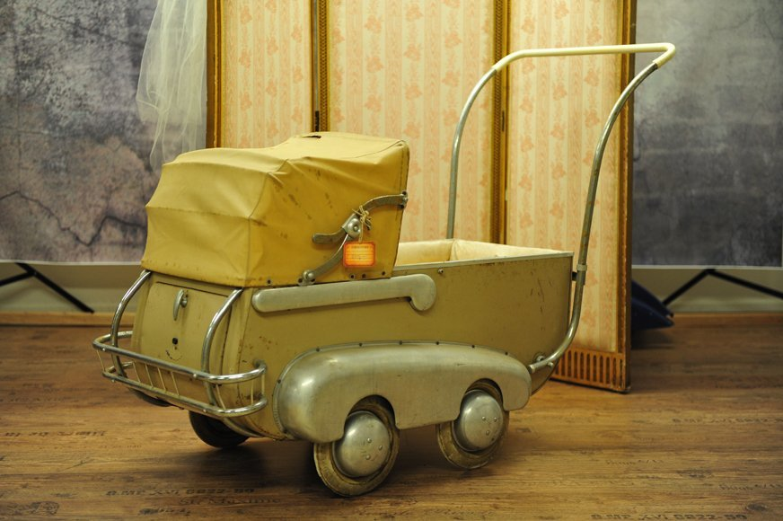 Rare pram, with secret box at the back, brand stamp