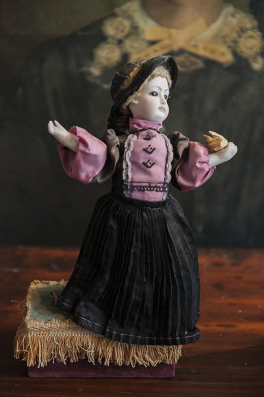 Antique moving dancing girl / jewelry/music box