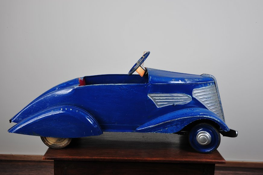 Antique pedal car Guy Pierre Devilliane 1938 type V.8
