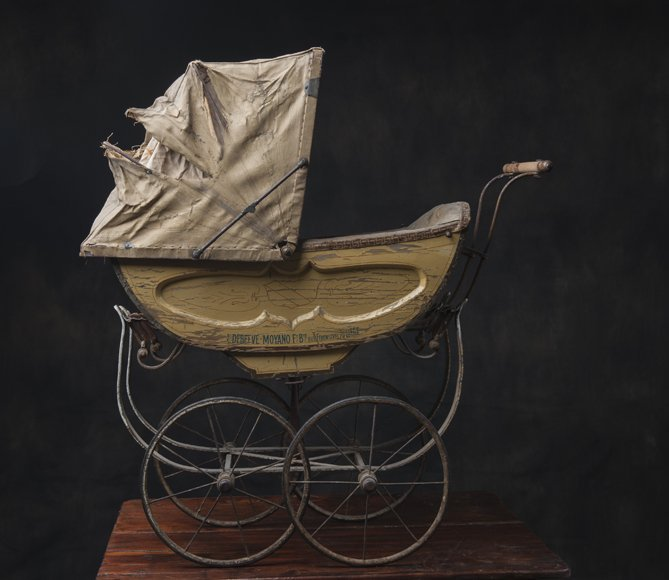 L.Deebeve Antique pram, brand name on it, very rare