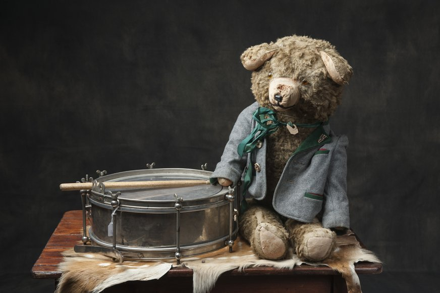 Combined lot of  antique drum and teddy bear