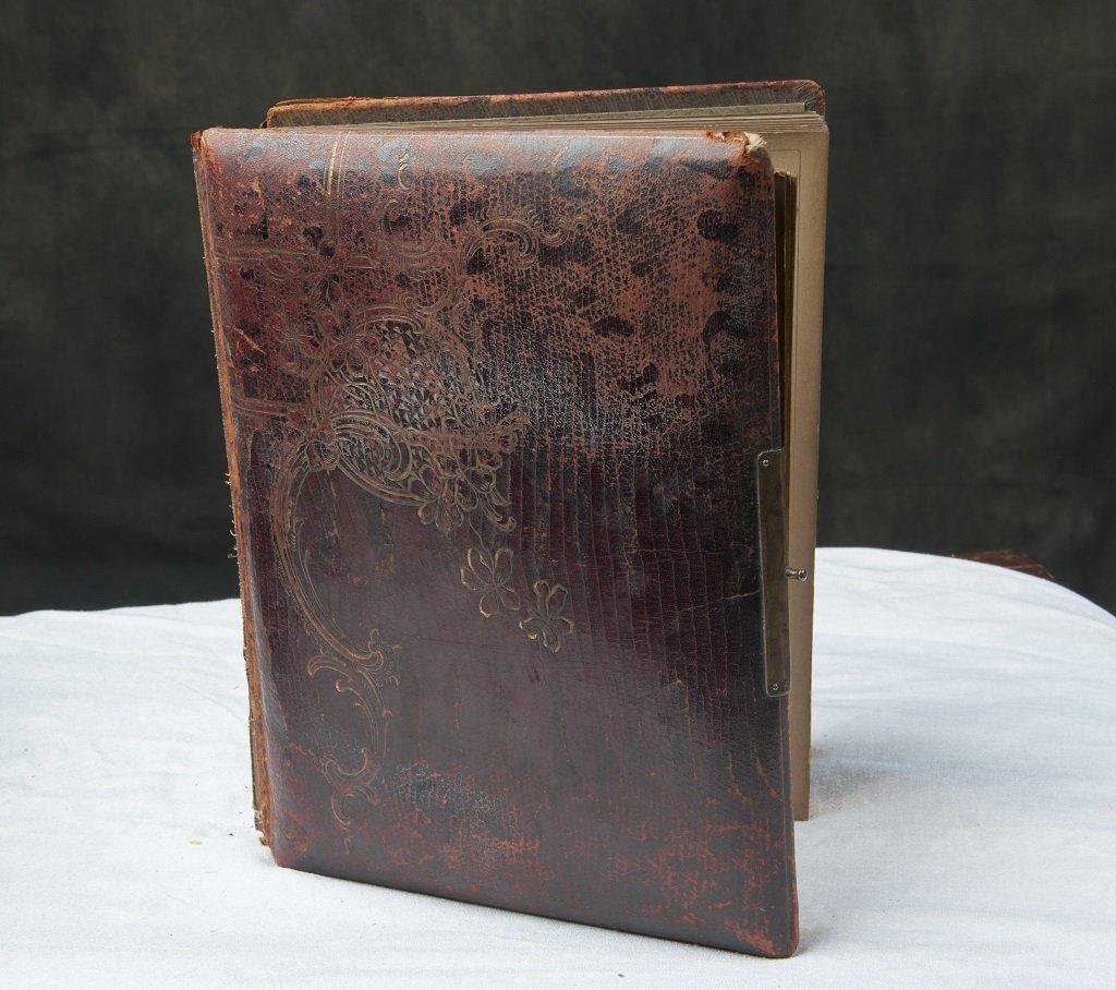 Leather photoalbum