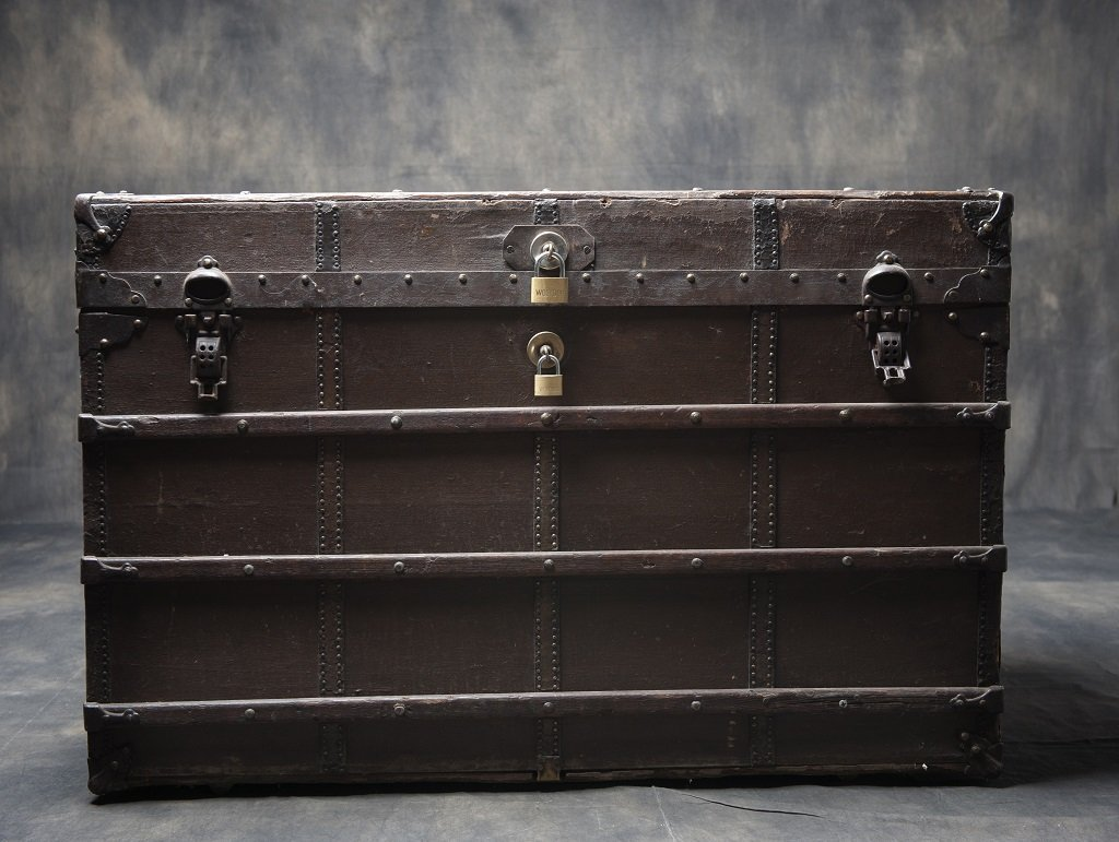 Antique shipping / travel suitcase