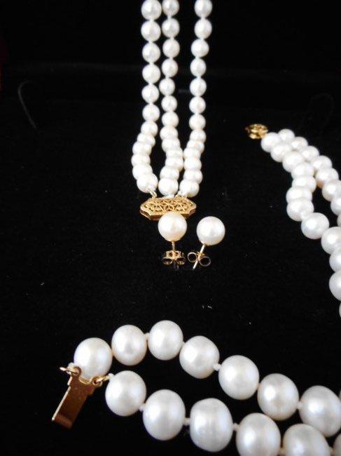 Set of pearl necklace, bracelet & earrings