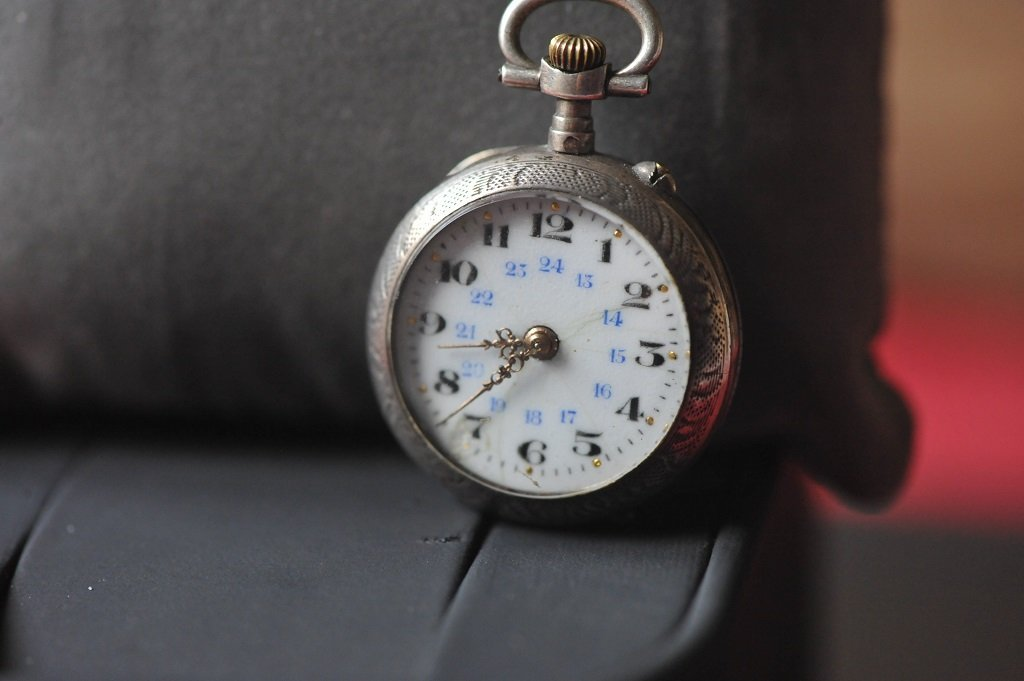 Very old silver ladies pocket watch - 2