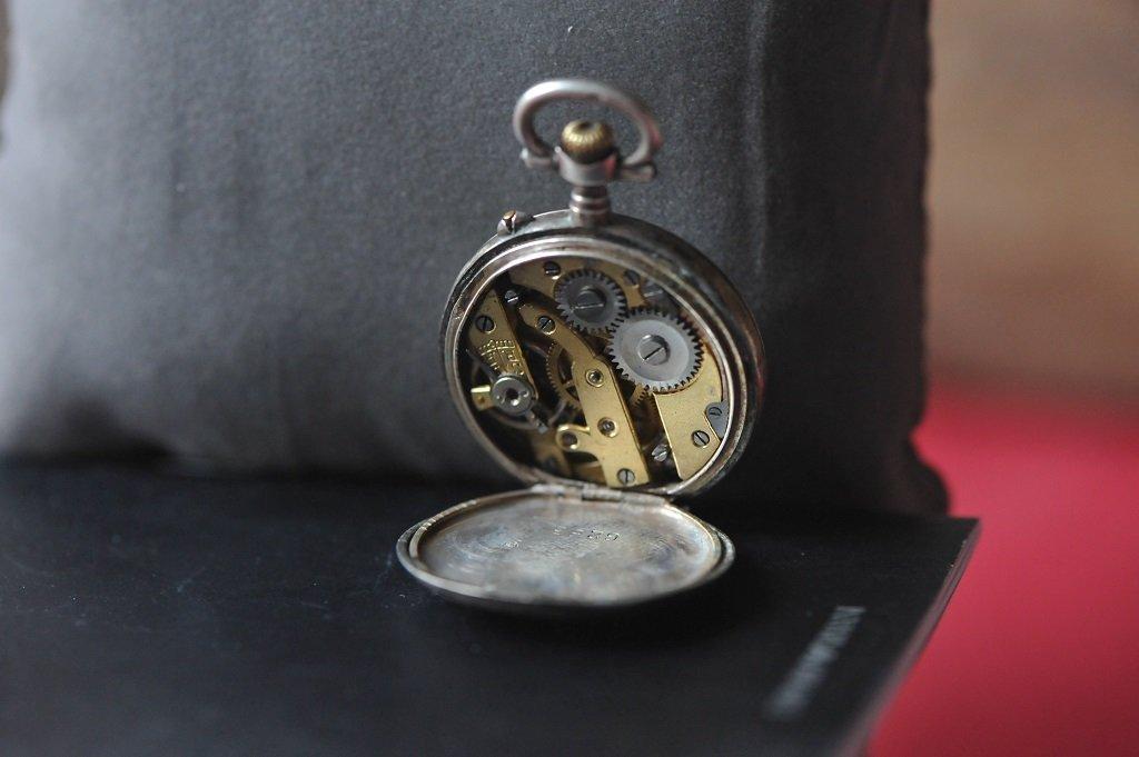 Very old silver ladies pocket watch - 6