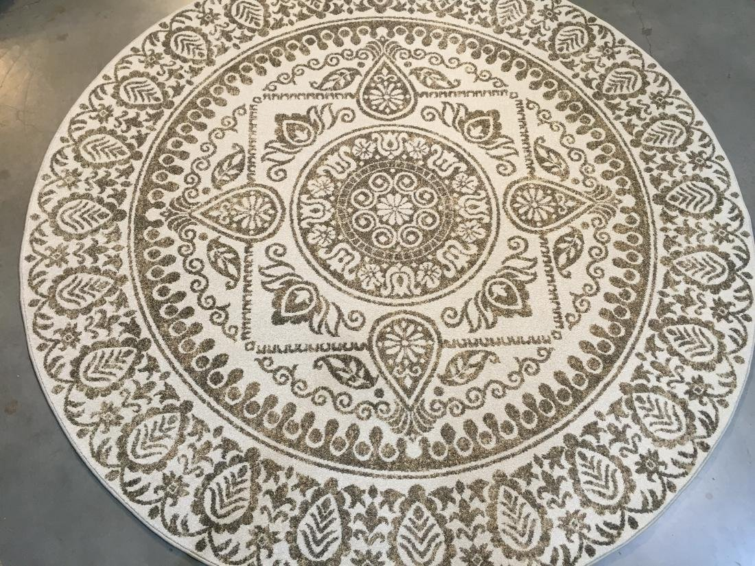 BLEND OF FASHION AND CLASSIC DESIGN ROUND 8X8 RUG