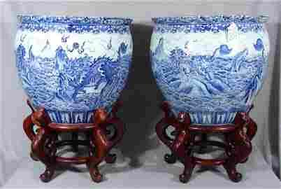 IMPORTANT PAIR BLUE&WHITE FISH BOWL, QIANLONG PERIOD