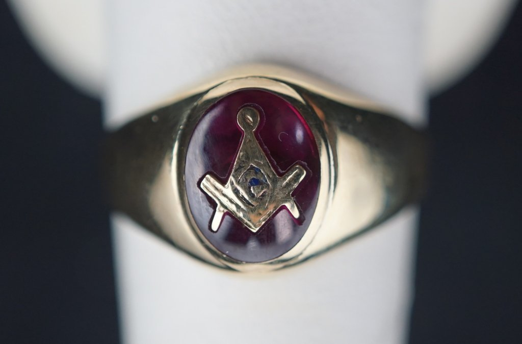 10K GOLD MASONS RING SET WITH SQUARE & COMPASS