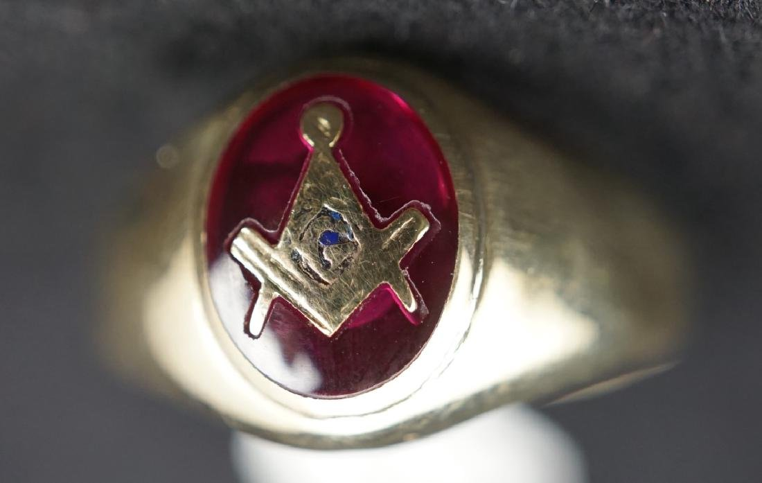 10K GOLD MASONS RING SET WITH SQUARE & COMPASS - 2