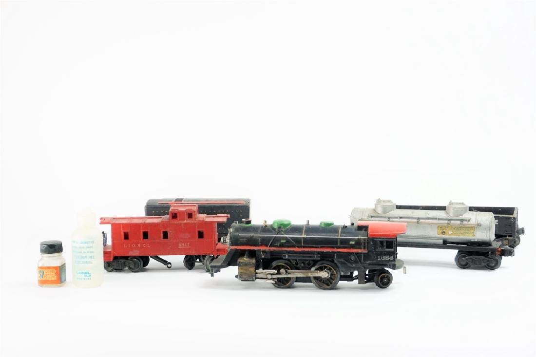 (5) ASSORTED LIONEL TRAIN CARS - 3