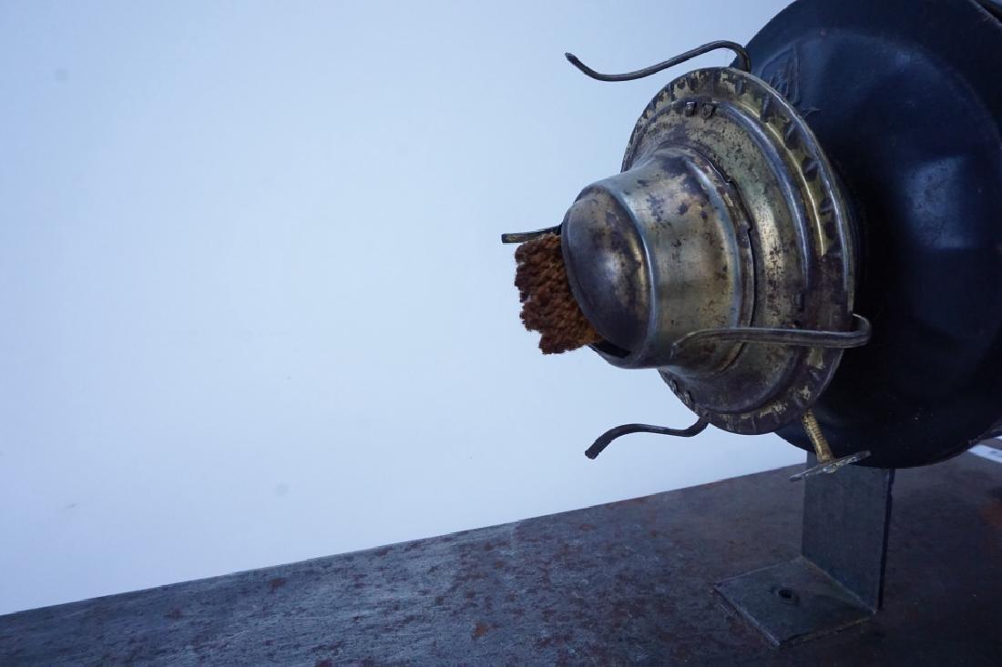 ANTIQUE PENNSYLVANIA RAILROAD CABOOSE OIL LAMP - 4