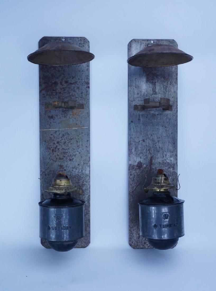 ANTIQUE PENNSYLVANIA RAILROAD CABOOSE OIL LAMP