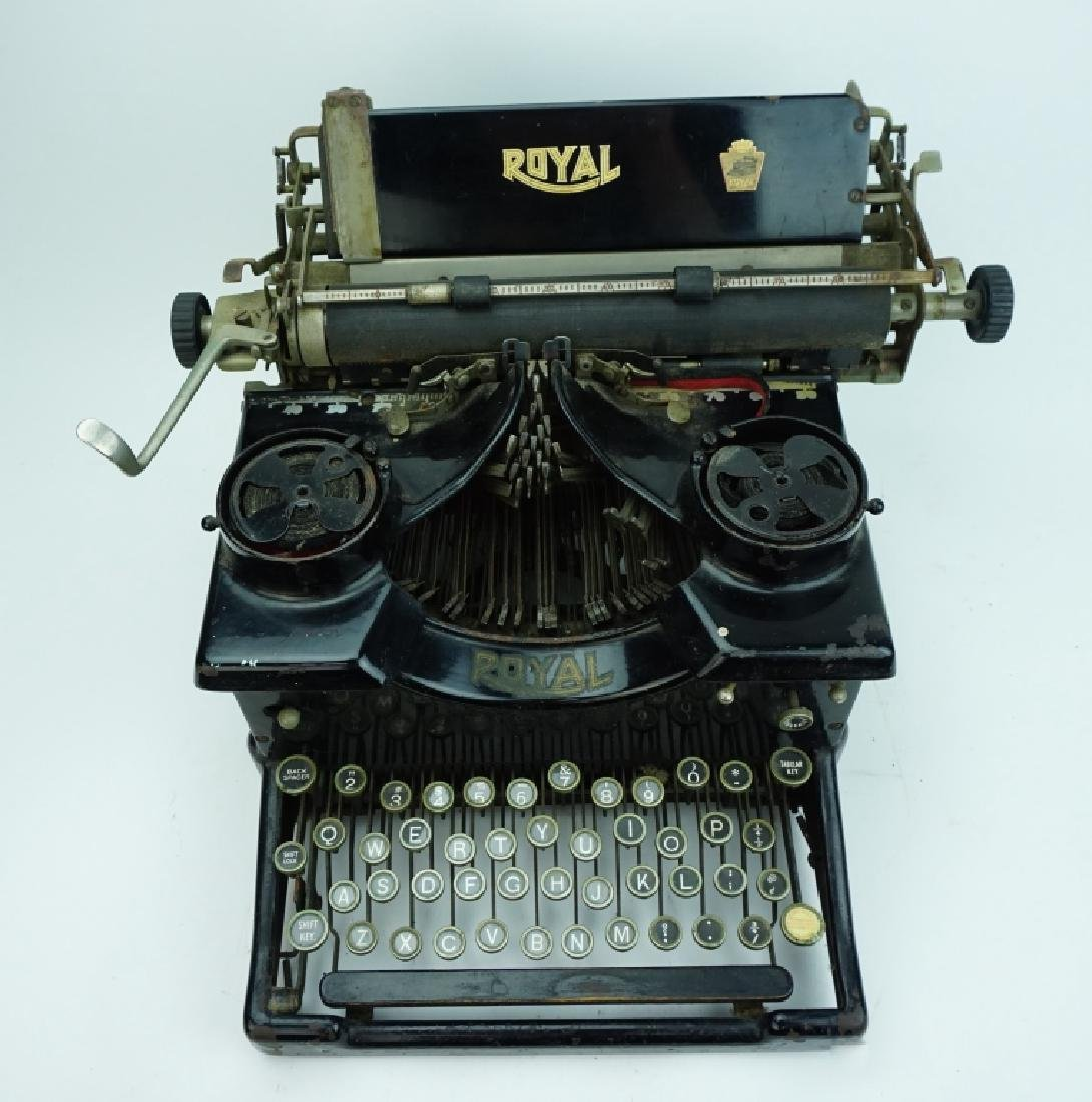 ANTIQUE ROYAL TYPEWRITER - 2