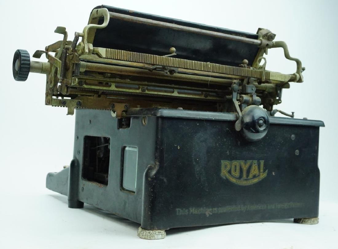 ANTIQUE ROYAL TYPEWRITER - 4