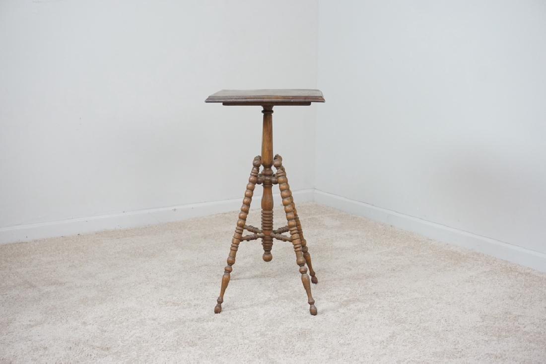 TURNED LEG OAK SIDE TABLE
