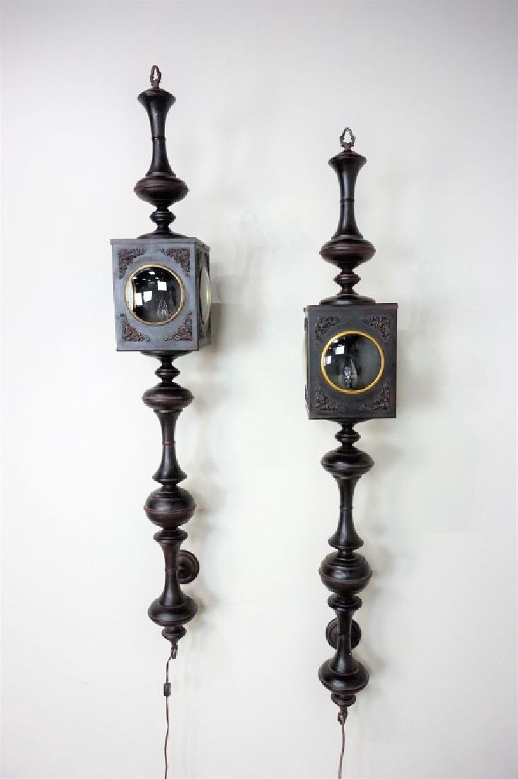 PAIR OF ELECTRIC CARRIAGE LAMPS