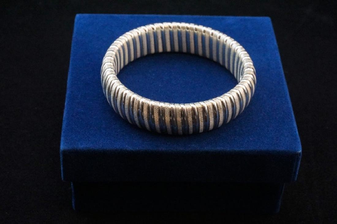 FINE SILVER STRETCH BANGLE BRACELET