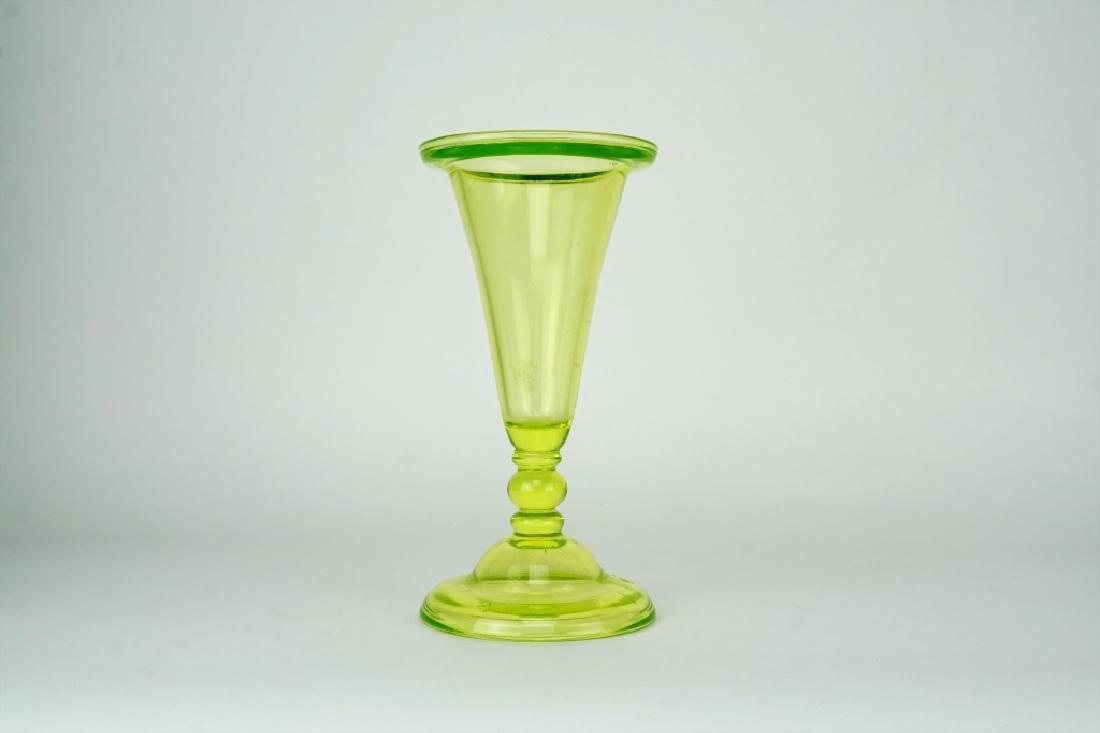 VINTAGE GREEN BLOWN GLASS RIMMED VASE