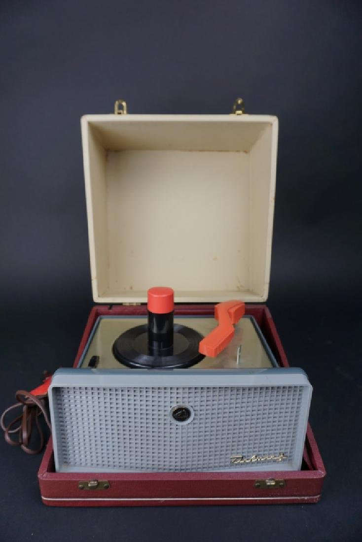 VINTAGE RCA DELUXE 3 RECORD PLAYER IN CASE