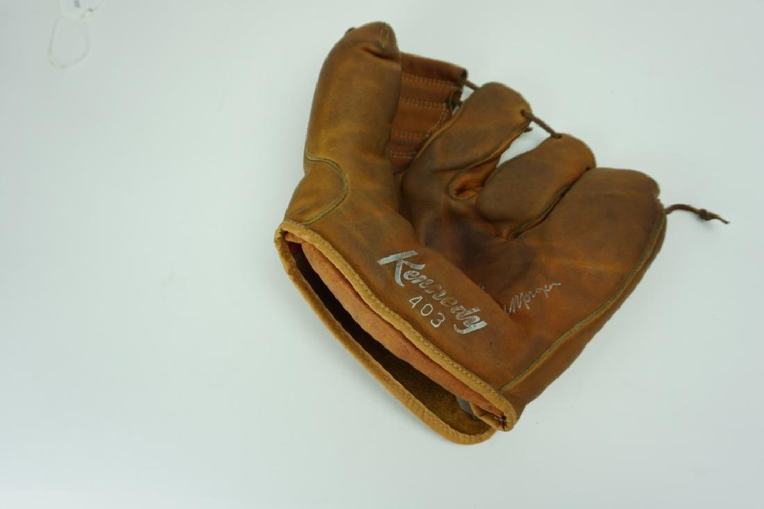 VINTAGE KENNEDY 403 SHUR-CATCH GLOVE