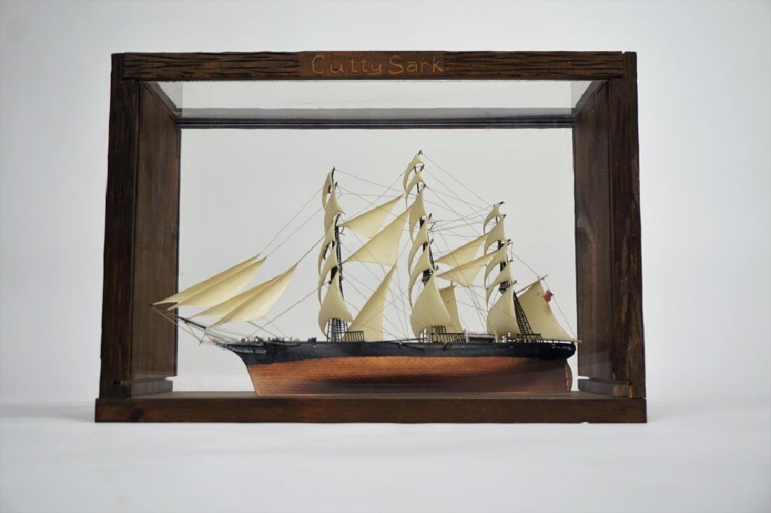 VINTAGE CUTTY SARK MODEL SHIP IN CASE