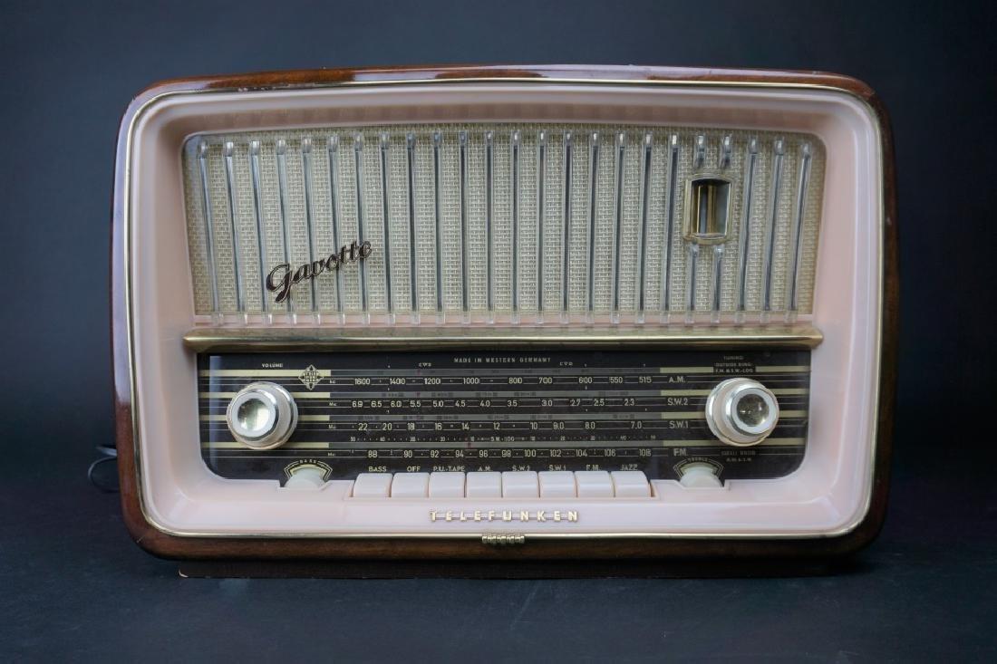 VINTAGE TELEFUNKEN GAVOTTE 5253W TUBE RADIO