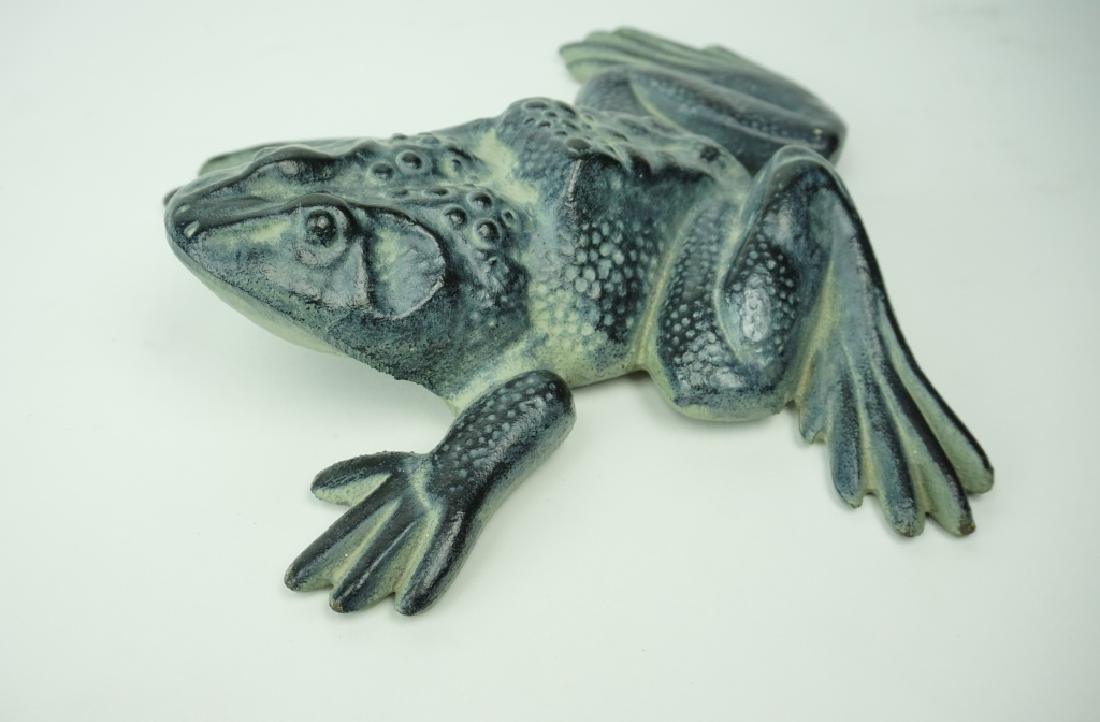 VIRGINIA METAL CRAFTERS CAST IRON FROG DOORSTOP