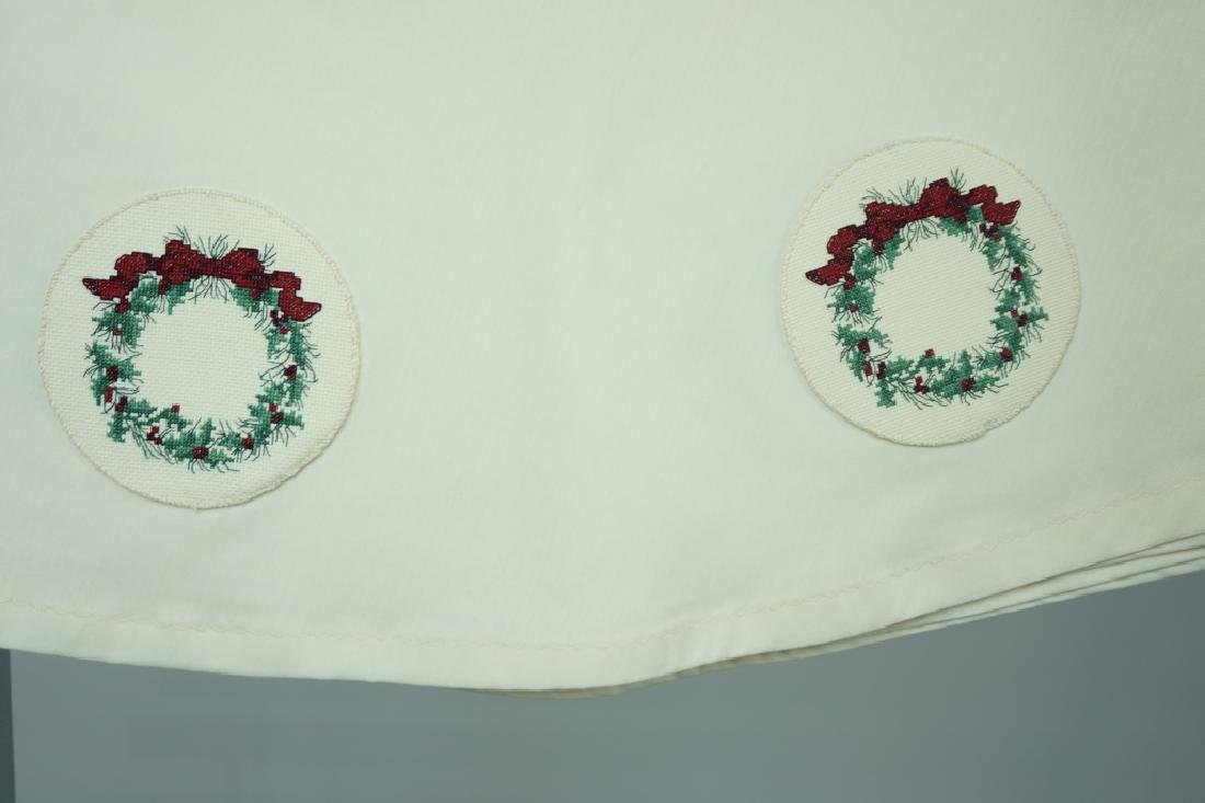ROUND CLOTH TABLECLOTH WITH WREATHS