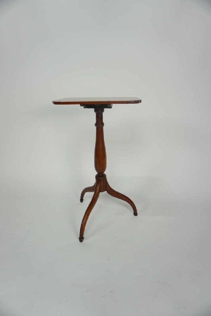 ANTIQUE FEDERAL STYLE TILT-TOP CANDLESTAND